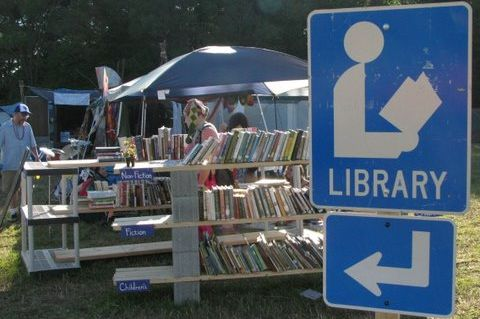 Biblioteke i knjižare na otvorenom (FOTO)