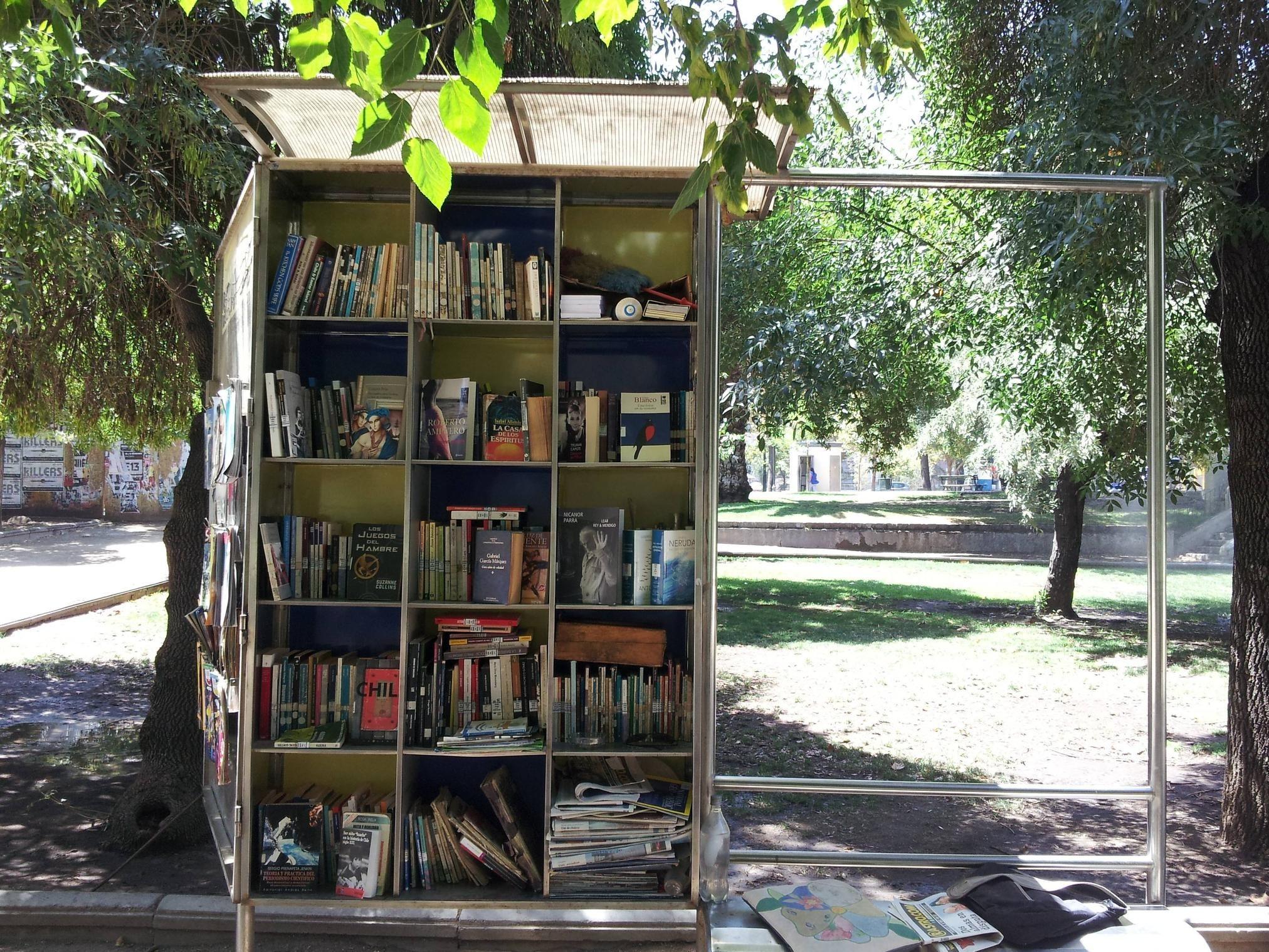 Biblioteke i knjižare na otvorenom Santjago-%C4%8Cile
