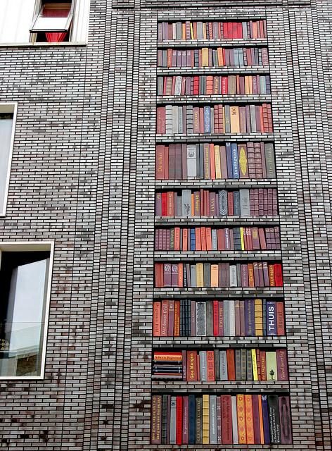 Street-art-wall-of-books