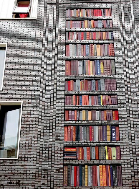Street-art-wall-of-books
