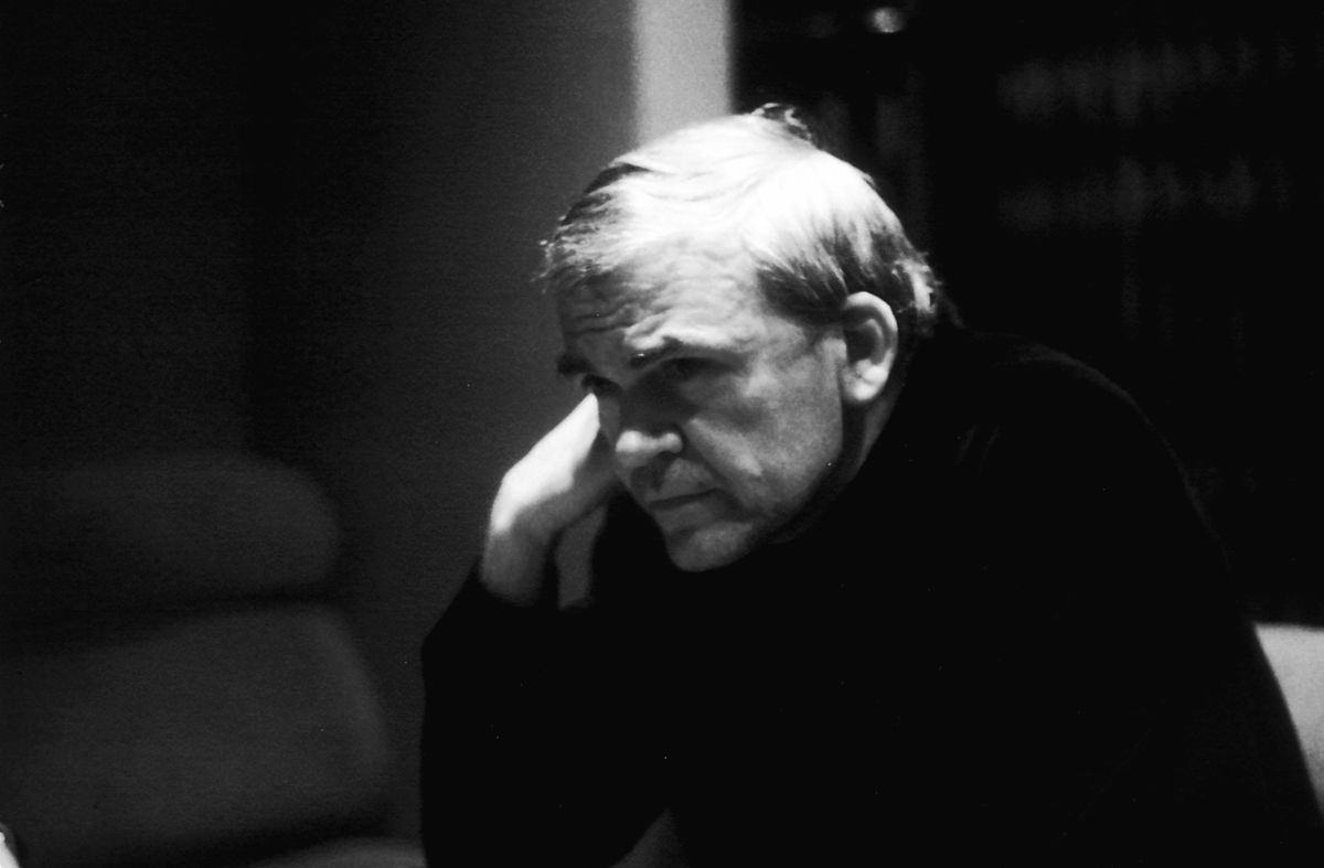 """""""Milan Kundera"""" by Elisa Cabot - Flickr. Foto: commons.wikimedia.org"""