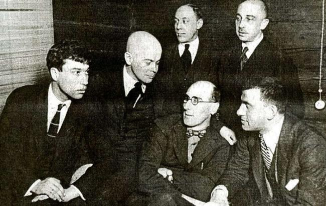Na slici: B. Pasternak, V. Šklovski, P. Neznamov, S. Trećakov, O. Brik, V. Majakovski.