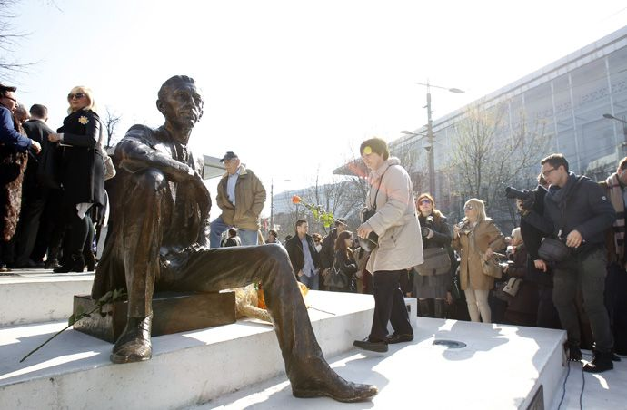 Beograd, 02.1.2016. Cvetni Trg, Otkrivanje spomenika Borislavu Pekichu. foto: Dragoslav Zzarkovich