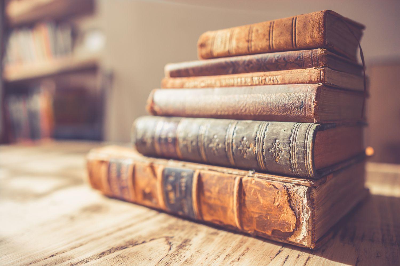 Đubretar sakupljao bačene knjige, pa otvorio biblioteku