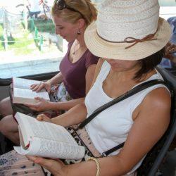 NOVI SAD: Čitaocima u javnom prevozu knjiga na poklon