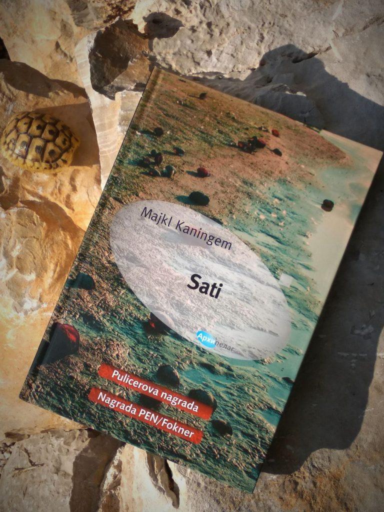 fotografije s knjigom